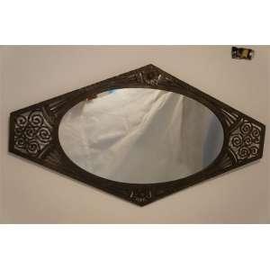 Espelho executado em ferro forgê, Art Decô - 58 x 103 cm.
