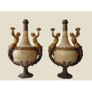 Importante par de ânforas executadas em onix guarnecidas por rico bronze cinzelado ormolu .França Séc XIX. - 80 cm de alt e 36 de diâm.