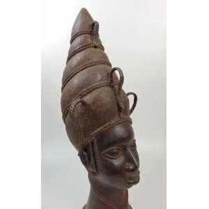 Cabeça de Iyoba (rainha-mãe),57 cm de altura, 1750-1800, Edo/reino de Benin, Nigéria.