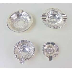 Conjunto de 4 cinzeiros de prata - Maior com 10 cm de diâm e menor com 5 cm de diâm.