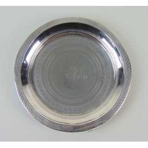 Salva de prata de lei com fino trabalho de guilhoche estilo e época Império. Brasil Séc XIX - 17 cm de diâm.