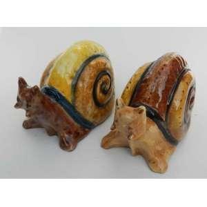 Par de caracóis de ceramica, pintados à mão, Studio Germano Mariutti. alt.12 cm.