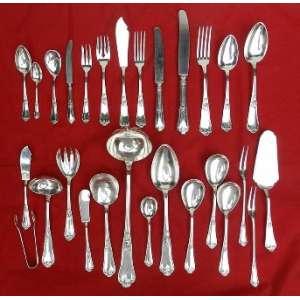 Faqueiro de prata de lei alemã, Bruckmann, composto de 13 dúzias de talheres individuais, incluindo os de peixe e 13 talheres de serviço.(no estojo).