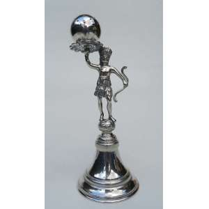 Paliteiro de prata de lei, representando índio, altura 15cm, base redonda com 6 cm de diametro, sem contraste.