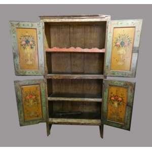 Elegante Armario em madeira policromada, com pinturas florais em suas portas na parte interna, medindo 230cm de Altura, 120cm de largura e 60cm de comprimento.