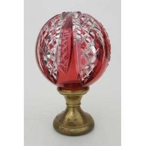 Pinha de cristal Baccarat,lapidação e cor romã.alt.16 cm e diãmetro 9 cm.