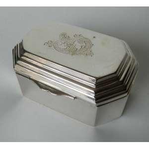 Caixa de prata 833, oitavada medindo 9cm X 7cm X 5cm.