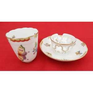 Xícara de chá com pires e suporte, pintada á mão de porcelana húngara HEREND.