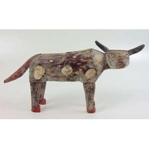 Vaquinha - Arte Popular da Guatemala - Madeira entalhada e policromada, sem assinatura - 26 x 48 cm.