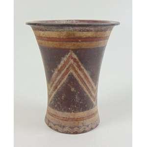 Vaso antigo em terracota policromada, decorada com desenho geométrico - 14 cm de alt.
