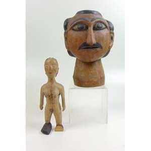 Lote com 2 Ex-Votos - Arte Popular em madeira - Cabeça masculina - 26 cm de alt e figura feminina Venave (Africa Ocidental) - 28 cm de alt. ( no estado, falta o pé esquerdo ).