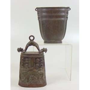 Lote com duas peças: Bronze oriental - 16 x 10 cm. Estanho Dinamarquês - 13 x 13 cm.