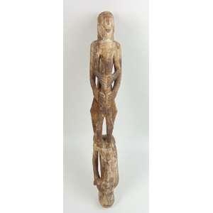 Arte popular erótica - Madeira entalhada com vestígios de policromia - 66 cm de altura.