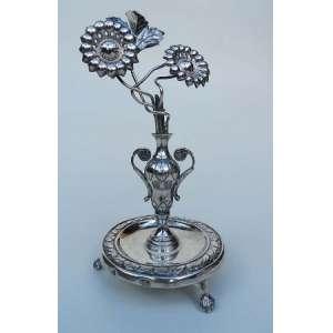 Paliteiro de prata de lei, representando ânfora, altura 17 cm, base com 8cm de diâmetro.