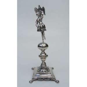 Paliteiro de prata de lei, representando figura feminina com pássaro, altura 18cm, largura 6cm e 6cm de comprimento.