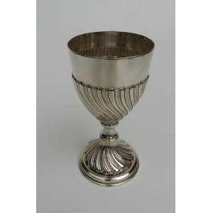 Cálice de prata de lei brasileira 833,gomos torcidos,bocal liso. altura 18 cm e 9cm de diâmetro.