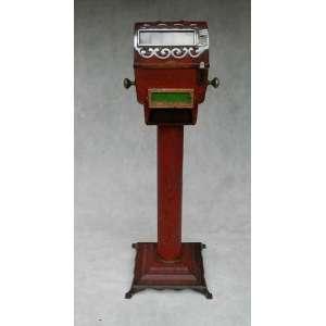 Maquina Espanhola para ler a sorte, altura 119cm, largura 40cm e 40cm de comprimento.