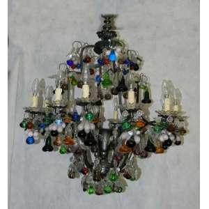 Lustre de metal com pingentes e frutas de vidro colorido. altura 117cm e 77cm de diâmetro.