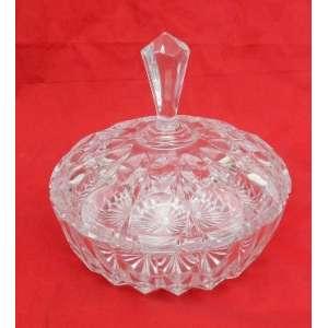 Bomboniére de cristal nacional, lapidaçao de losangos. diametro 21 cm e alt. 20 cm.