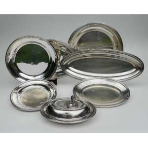 Baixela de metal prateado fracalanza, composta de 8 peças, sendo três redondas e cinco ovais.