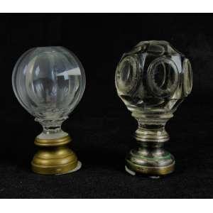 Lote com duas pinhas de cristal lapidado e base em latão e metal - NO ESTADO - 14 cm de alt.