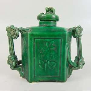 Recipiente para perfume de cerâmica chinesa esmaltada padrão spinach .China Séc XIX. 16 cm de alt, 18 x 7 cm.