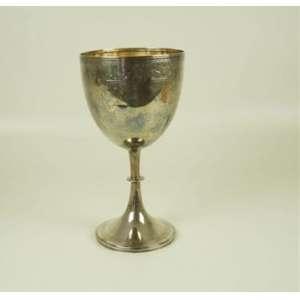Cálice de prata de lei com delicado trabalho .Inglaterra Séc XX - 30 cm de alt e 15 de diâm.