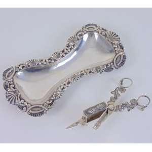 Bela Espevitadeira em prata portuguesa contraste P Coroa compatíveis em ambas as peças ótimo trabalho de cinzel .Portugal inicio do Sec XIX . 25 x 12 cm.