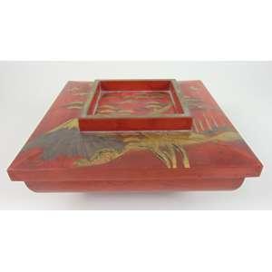 Rara Caixa de seção quadrada em laca rouge de fer -Japão Séc XIX - 13 cm de alt, 29 x 29 cm. Coleção Hans Helmut Steffens