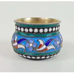 Mini bowl de esmalte contraste não identificado ao fundo - 2 cm de alt e 3 de diâm.