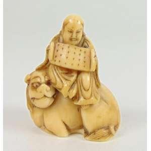 Netsuke de marfim finamente trabalhado -Japão Sec XIX - 3 cm de alt. Coleção Mielenhausen