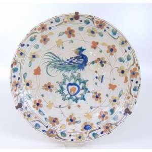 Prato de Iznik cerâmica , ou Iznik ware , nomeado após a cidade de İznik no oeste da Anatólia, onde foi feito, é uma cerâmica decorada que foi produzido a partir do último quartel do século 15 até o final do século XVII.- 33 cm de diâm.