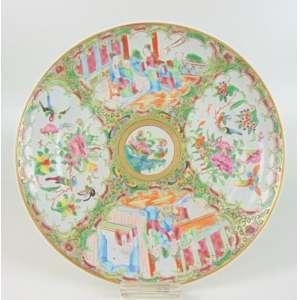 Prato de porcelana esmaltada decoração Família Verde. China Séc XIX - 24 cm de diâm.