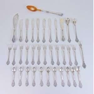 Lote com 35 talheres em prata -