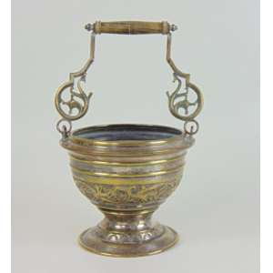 Caldeirinha em metal espessurado a prata - 32 cm de alt e 20 de diâm.