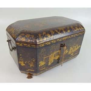 Belíssima Caixa de madeira ebanizada e dourada . China Séc XIX.20 cm de alt, 38 x 25 cm.