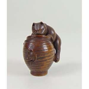 Netsuke de madeira representando urso -Japão Sec XIX - 3 cm de alt. coleção Mielenhausen