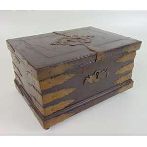 Caixa de madeira - 14 cm de alt, 29 x 20 cm. ( Falta um pé )