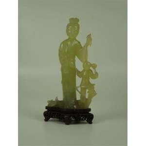 Grupo escultórico de jadeite no estado. 20 cm de alt. Mão restaurada. China Séc XX.(no estado)