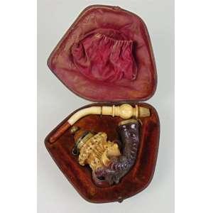 Belo Cachimbo de espuma do Mar no formato de garra com sua tampa e estojo original - Europa Sec XIX - 17 cm de comp. Coleção Mielenhausen