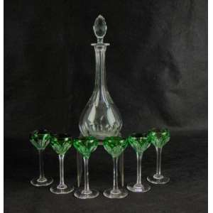 Conjunto para licor com garrafa e seis taças em cristal lapidado - Taças em cristal overleyna tonalidade verde - 36 cm de alt e licoreira e 16 cm as taças.