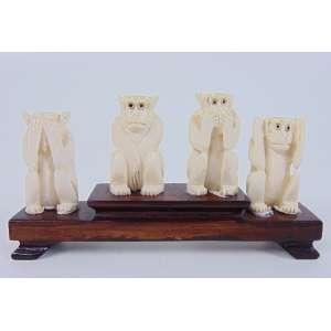Grupo escultórico de marfim representando macacos - 4 cm