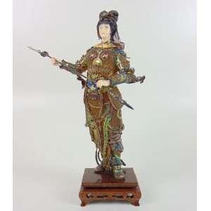 Escultura de marfim e fina prata esmaltada representando lanceira - Base de madeira - China Séc XX - 29 cm de altura