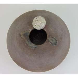 MEGUMI YUASA - S/T - Cerâmica de alta temperatura - Assinada e datada 1981 - 18 cm de altura, 38 de diâmetro.