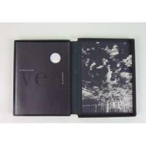 CAO GUIMARÃES - Livro historias do Não Ver - 108 paginas com 40 edições numeradas esta 18/40 assinado pelo próprio artista acompanha fotografia Foto Parque 2000 - 10 edições numeradas. 21 x 15 cm.