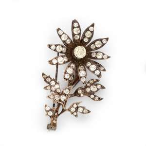 Broche de prata de lei e cristais. Brasil séc. XVIII/XIX. Cerca de 5,7cm.