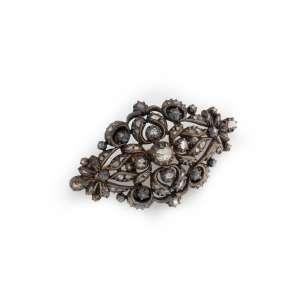 Broche de ouro 14k, prata de lei e diamantes. Cerca de 4,5 x 3,0cm. Europa Séc. XIX.