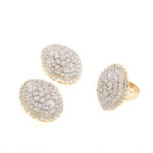 Excepcional conjunto de anel e par de brincos de ouro 18k e diamantes lapidação brilhante e baguetes regulando 12,00ct no total. Cerca de 35,6g. Anel medida 15/16.