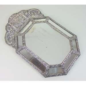 Espelho de prata de lei repuxada encimado por brasão . Perú Sec XVIIIXIX. 66 x 40 -