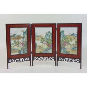 Biombo de 3 folhas de madeira e interior em porcelana esmaltada - China séc. XIX - 19 x 12 cm cada placa - 32 x 55 cm completo (no estado)